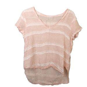 Bella Dahl V-Neck Textured Dot Top in pink